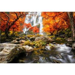 Vodopády v podzimní krajině